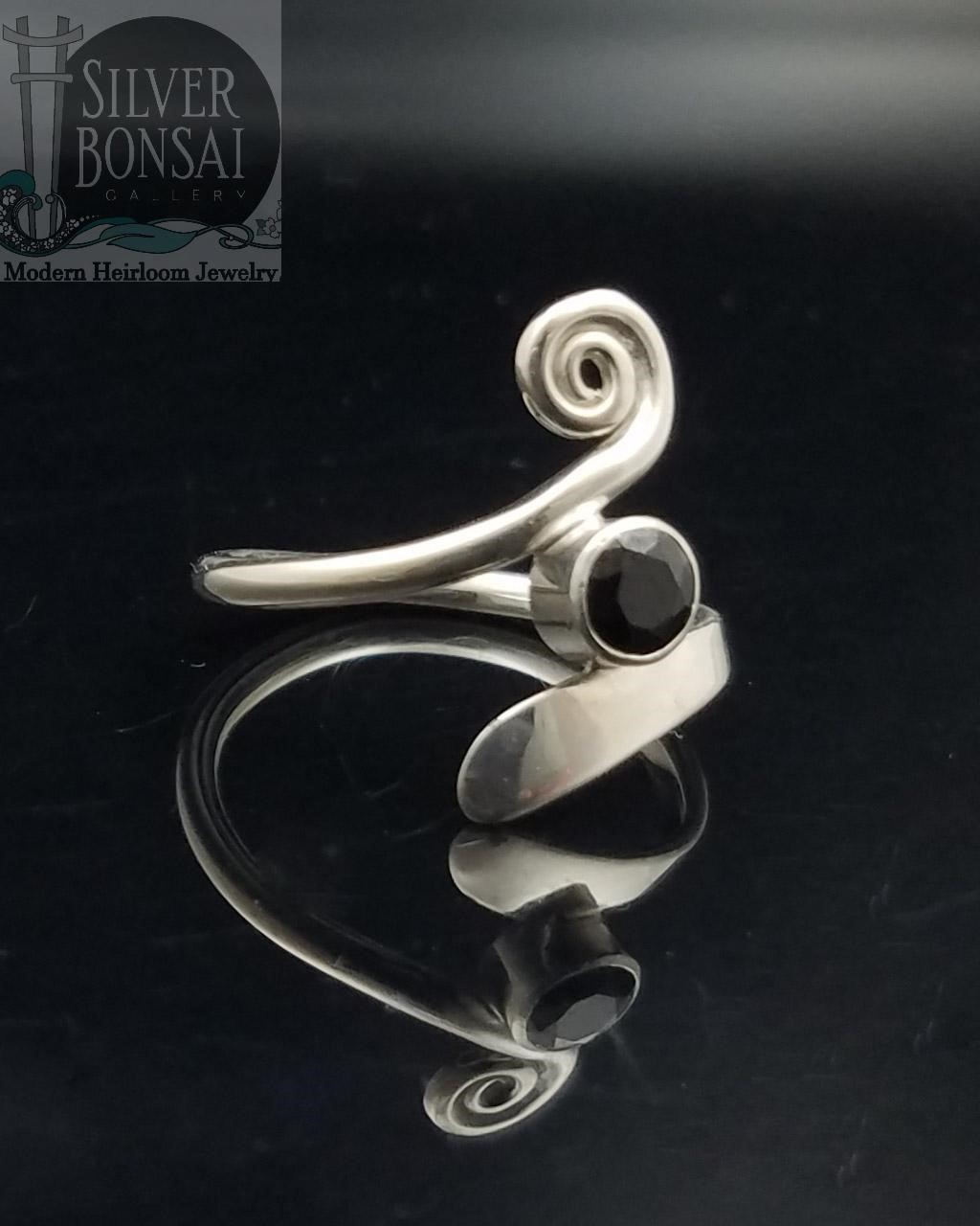 Black Spinel Spiral Blade Ring